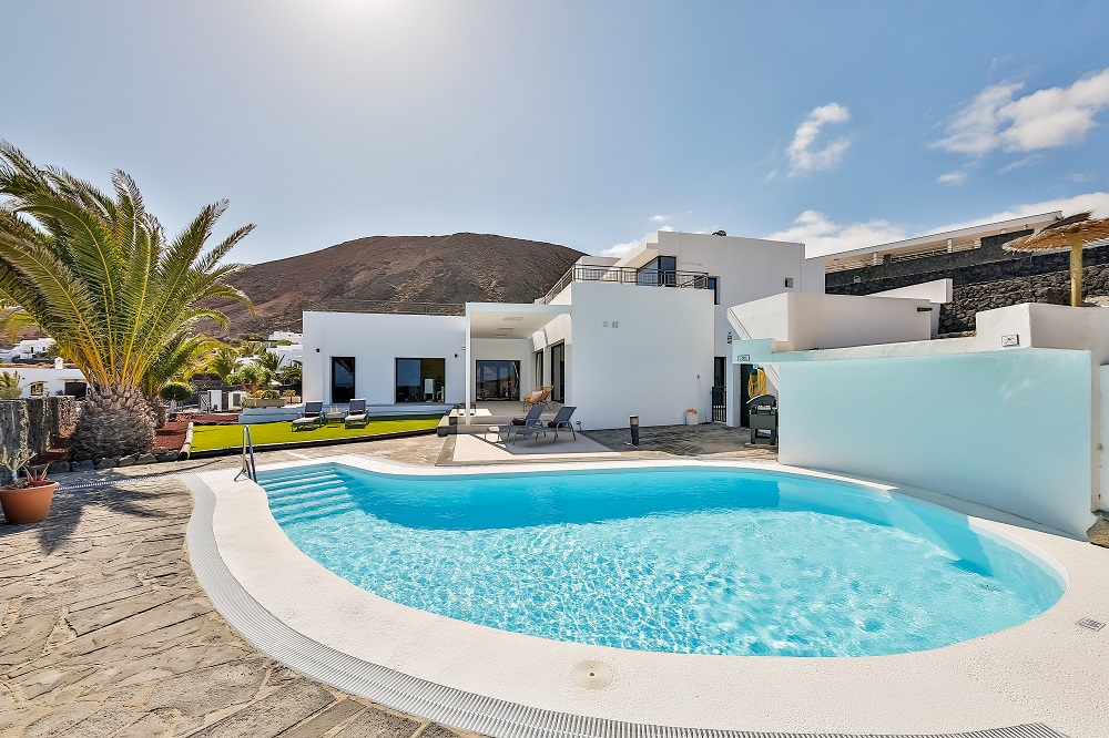 villa lujo alquiler vacacional playa blanca lanzarote